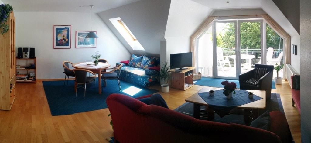 Panaramalid des Wohnzimmers mit Südbalkon - Ferienwohnung Carolinensiel