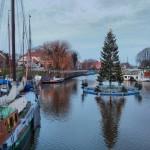 Weihnachtsbaum im Museumshafen.