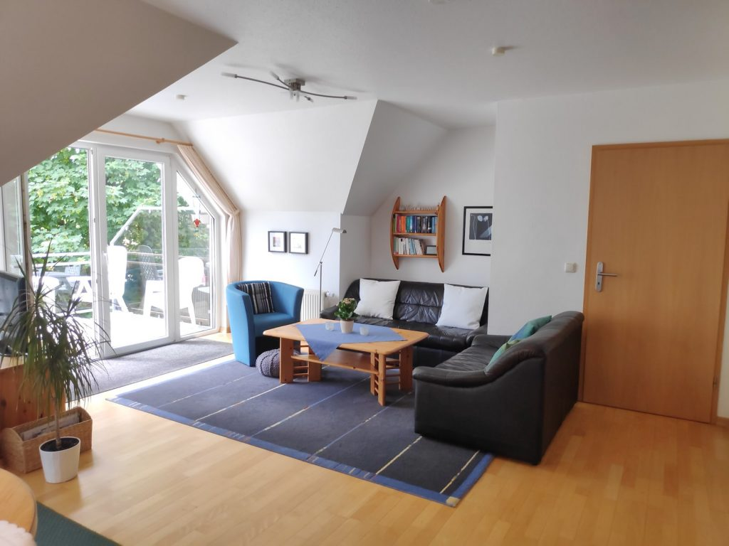 Bild vom Wohnzimmer der Ferienwohnung Caro.