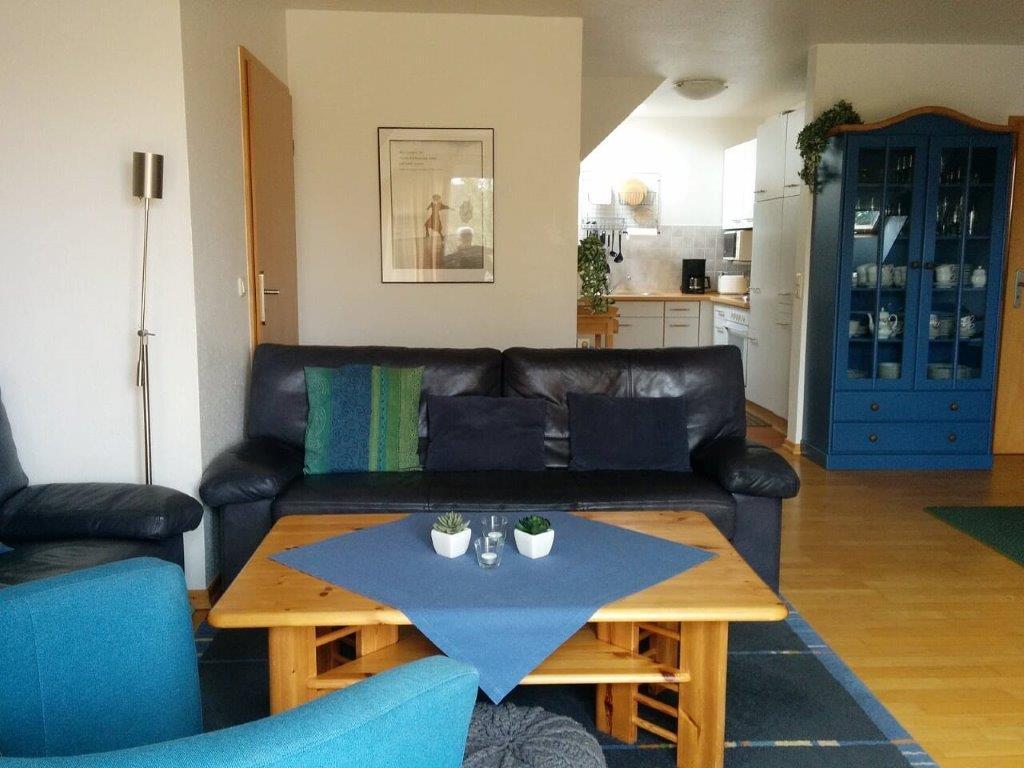 Wohnzimmer und Küche www.fewo-caro.de